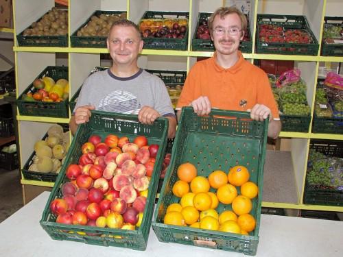 Piotr Vorreiter und David Scheffler sind ehrenamtliche Helfer im De-Cent-Laden am Hofeskamp.