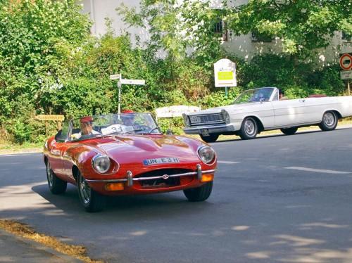 Nach der Oldtimerausfahrt werden die klassischen Fahrzeuge wieder in der Mendener Fußgängerzone präsentiert werden. (Foto: Rainer Hoffmann)