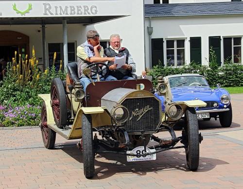 Auf der Fahrt werden die stolzen Besitzer der Oldtimer wieder einige knifflige Aufgaben lösen müssen.