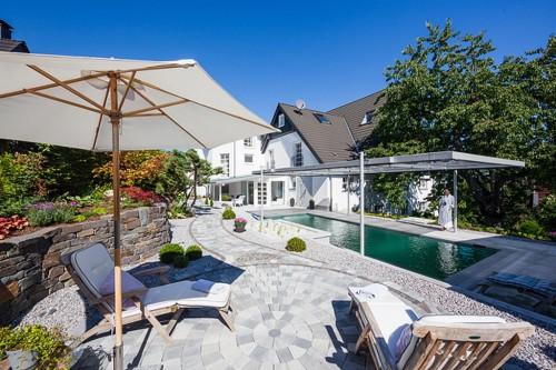 Die Poollandschaft des Romantik Hotels Neuhaus für Kurzurlauber und Tagesgäste
