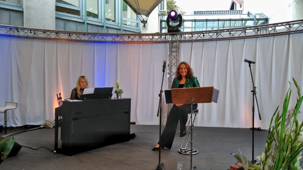 Violetta Körner und Helen Blau sind Violettes Blau.