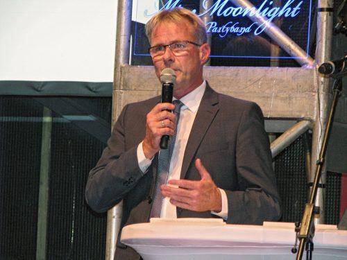 Organisationsleiter Hermann Niehaves bedankte sich in seiner Rede bei den zahlreichen Sponsoren und seinem Team.