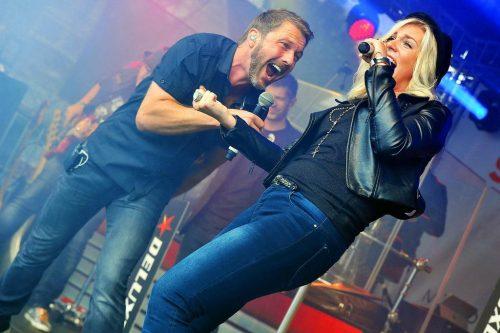 Wenn DeLuxe - The Radioband die Bühne entert, dann startet die Party schon beim ersten Song!