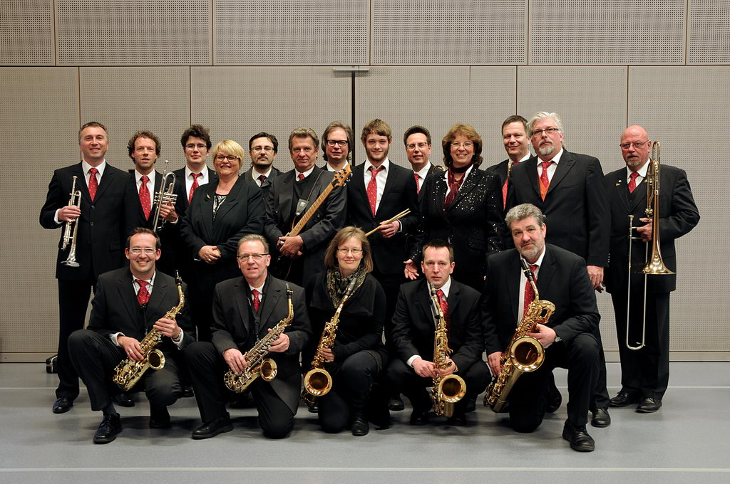 JazzFazz: Musiker aus Hemer, Iserlohn, Menden und Dortmund zelebrieren tanzbaren Bigband-Sound von Swing bis Rock'n'Roll.