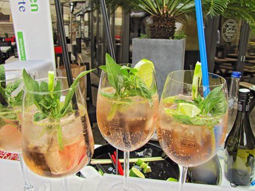 Der Cocktail auf der Grundlage von Rossato, Limette, frischem Basilikum, Prosecco, Sodawasser und Eis wurde zum eindeutigen Favoriten. Er kann auf dem Fest an jedem Stand genossen werden.