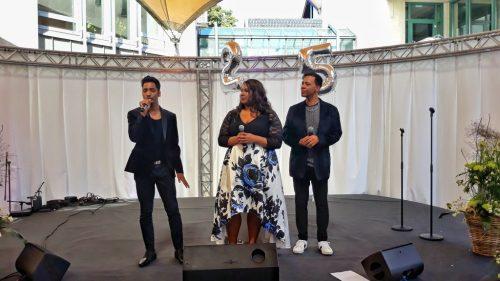 Mo'Voce - drei wundervolle Stimmen unter dem Zeltdach