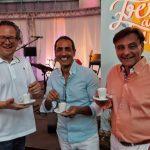 Noch einen Espresso mit Moderator Frank Spiekermann und dann bringen Fresh and Fun echtes Mittelmeer-Feeling unters Zeltdach.
