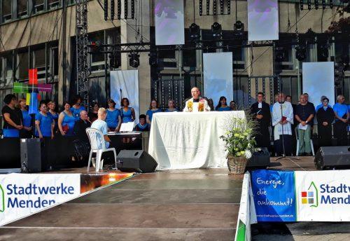 Der ökumenische Gottesdienst auf der großen Bühne von Menden à la carte.