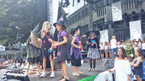 Die kleinen guten Hexen der Albert-Schweitzer-Schule präsentieren ihr eigenes Musical.