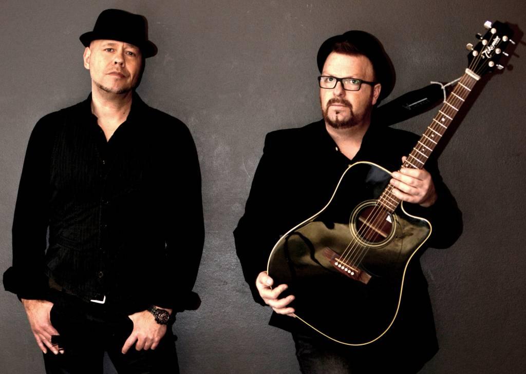 Bridges & Hooks sind perfekte Instrumentalisten und machen sich die Songs, die sie covern, voll und ganz zu eigen.